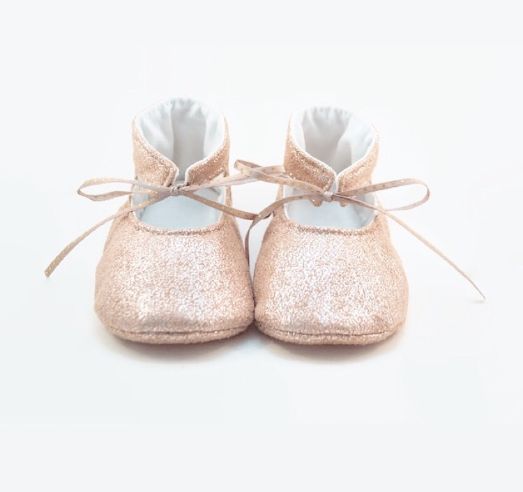 soft soled mary jane pattern. Britt Stitch. DIY baby shoes. Christening shoes DIY.